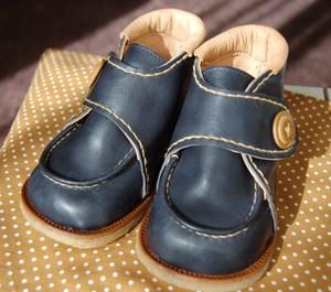 Short_boots_navy_x_camel